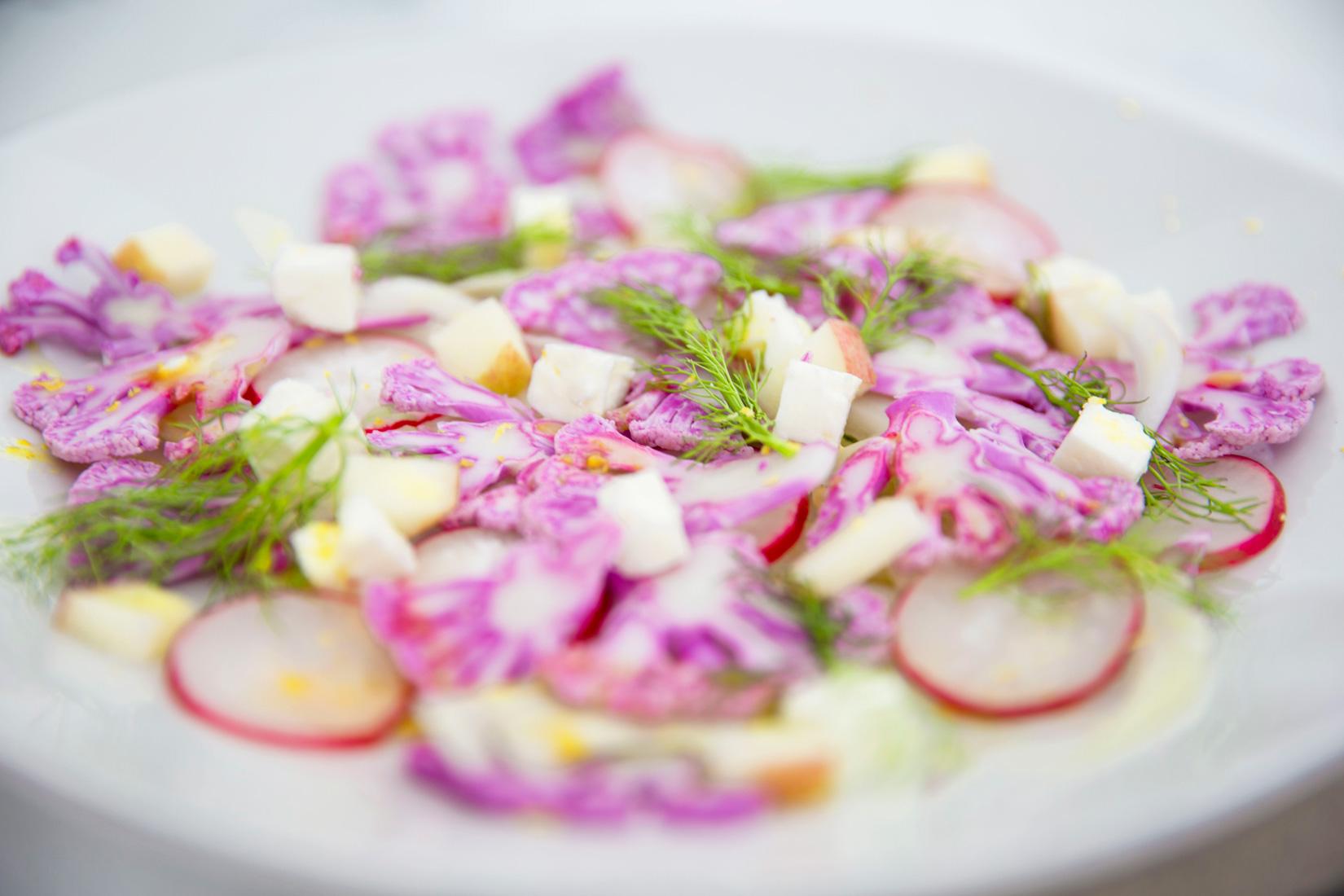 Salada de couve-flor roxa